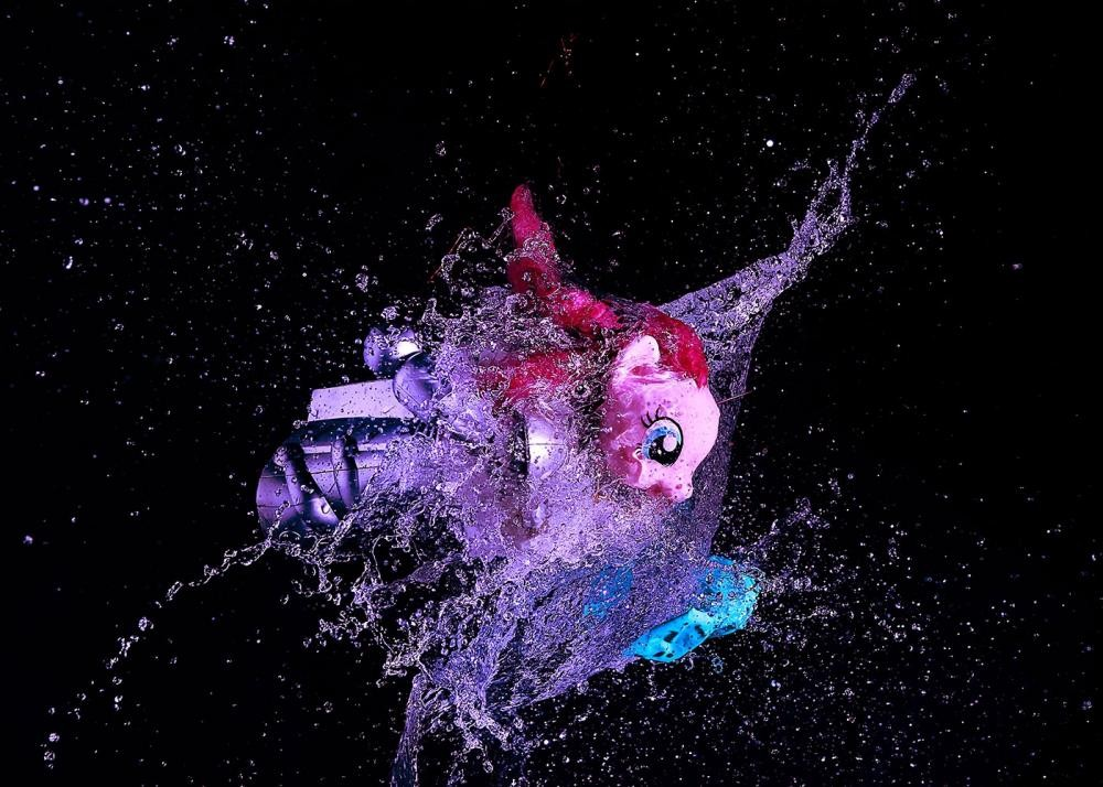 SPLASHING PONY