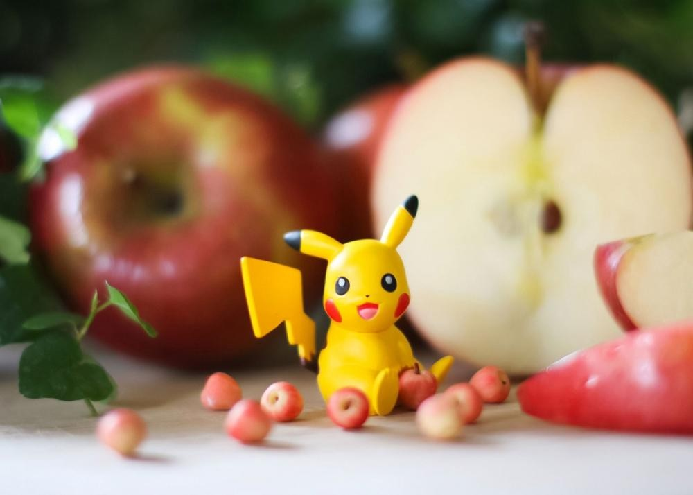 PIKACHU & APPLE